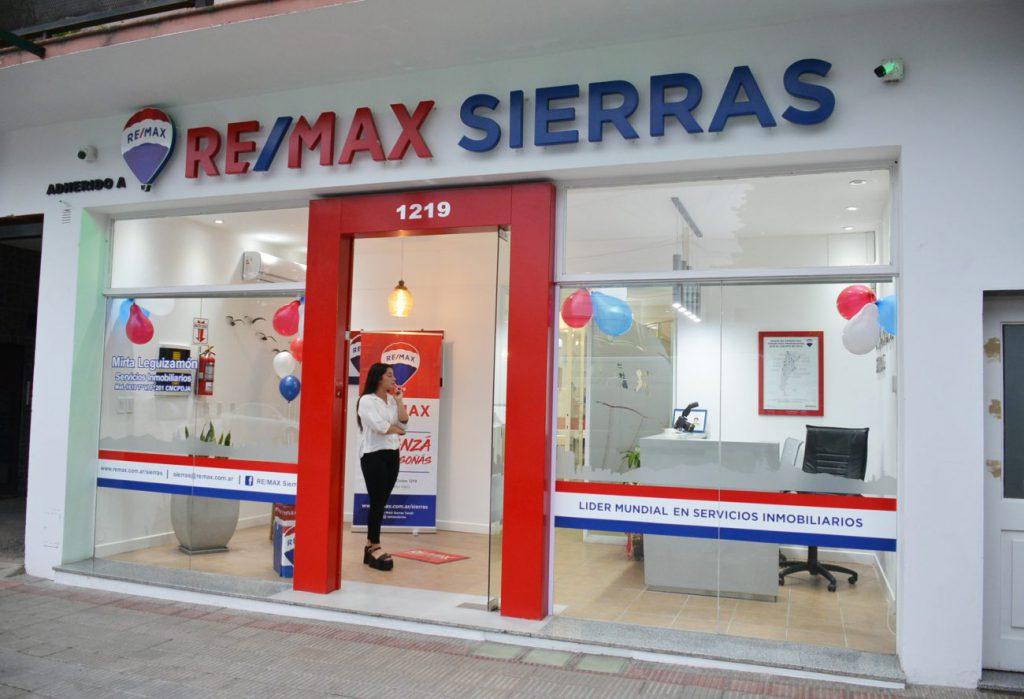 Remax inauguró su nuevo local en Colón 1219 y celebró sus tres años en Tandil - El Eco de Tandil