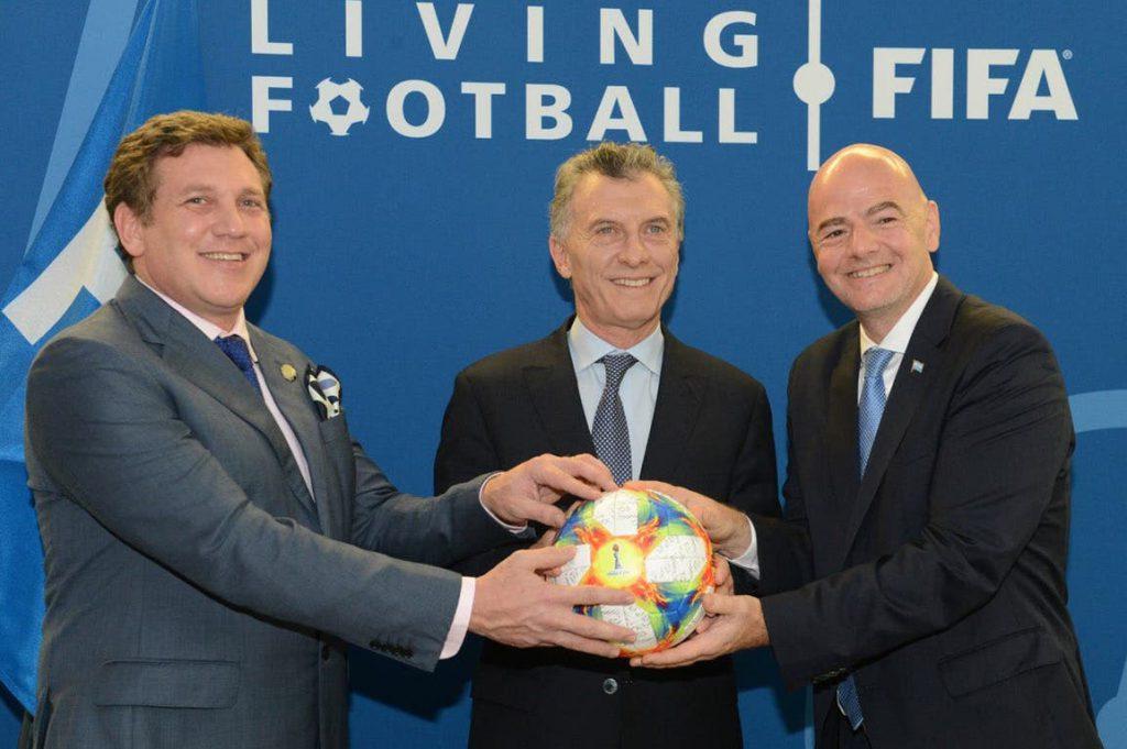 Resultado de imagen para foto Macri cuando asumió como presidente de la fundación de la FIFA