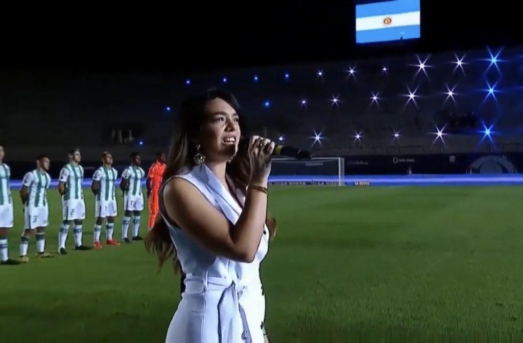 La tandilense Ángela Leiva cantó el himno en la final de la Copa Diego Armando Maradona – El Eco